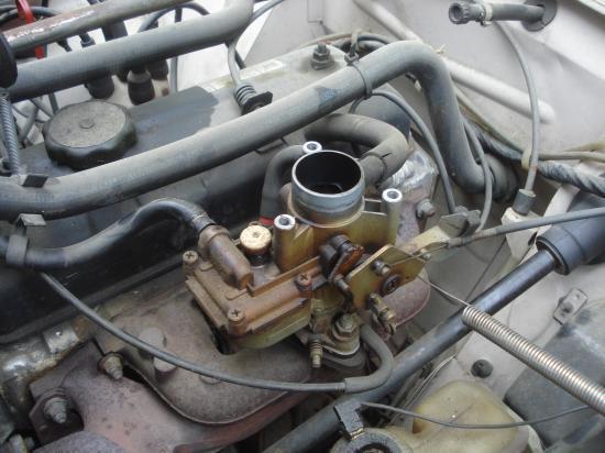 Programme du jour pour notre équipage : changement de carburateur