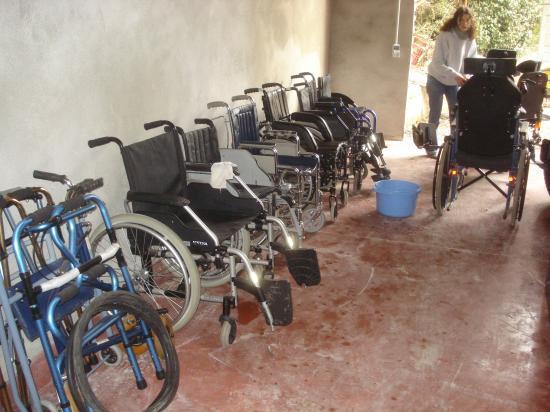 Les fauteuils roulants pliables.